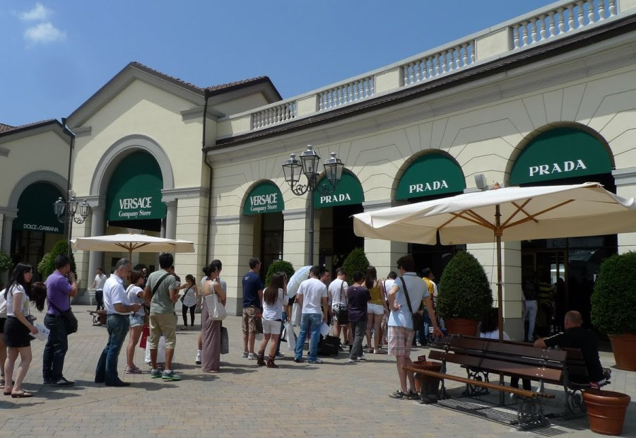 Autostradale Viaggi - PIAZZA DUOMO - SERRAVALLE OUTLET SHUTTLE BUS